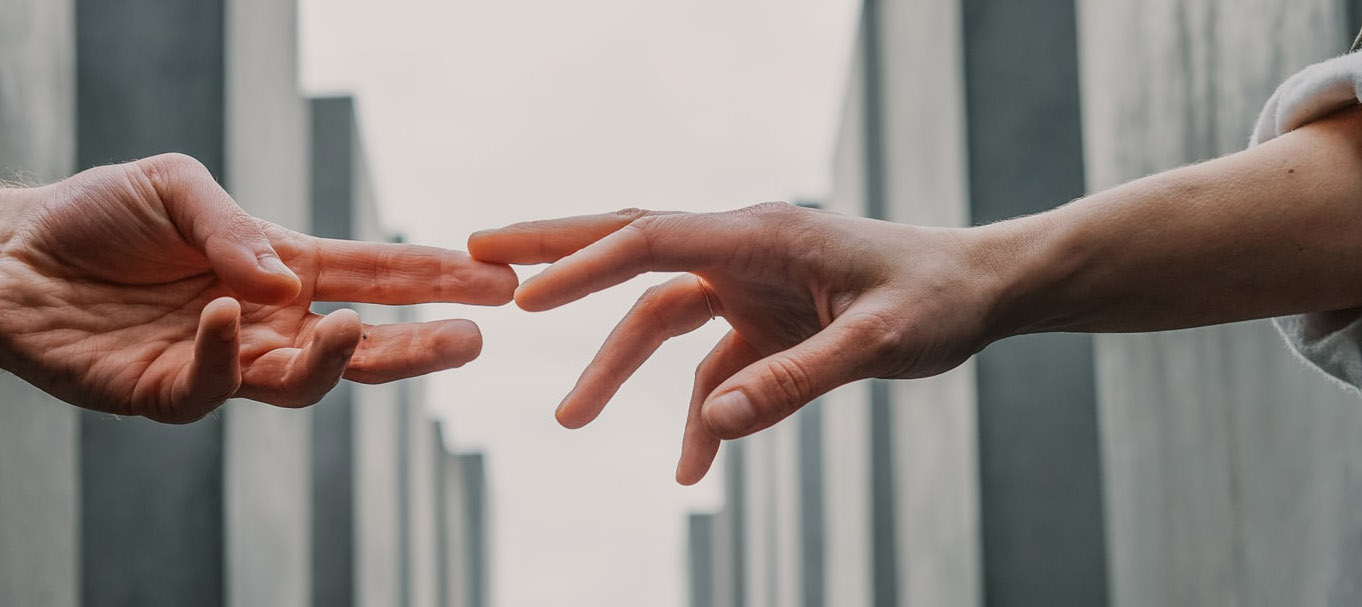 touching distance : mental health website reveiew 2021 | Petros